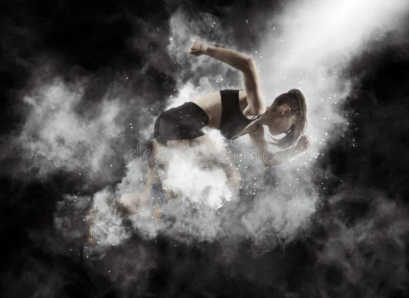 Γυναίκα sprinter που αφήνει την έναρξη στοκ εικόνες
