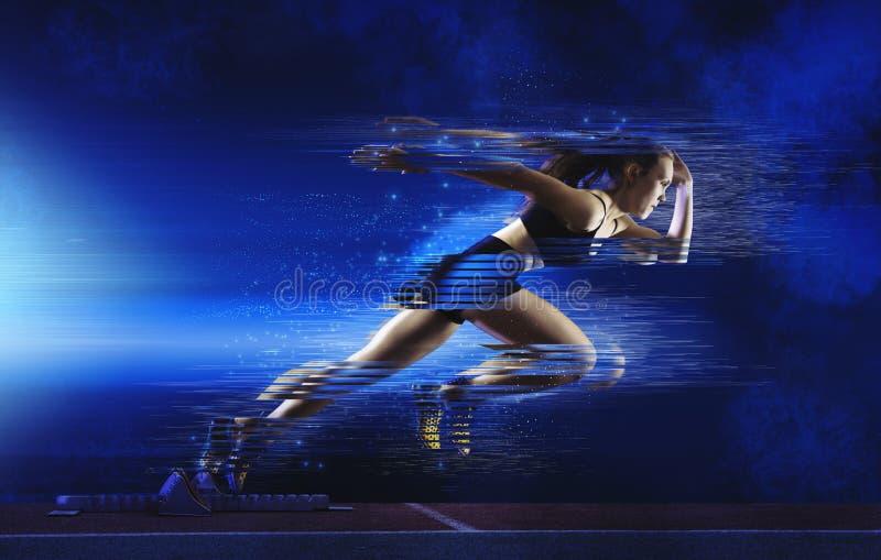 Γυναίκα sprinter που αφήνει την έναρξη στοκ φωτογραφίες με δικαίωμα ελεύθερης χρήσης