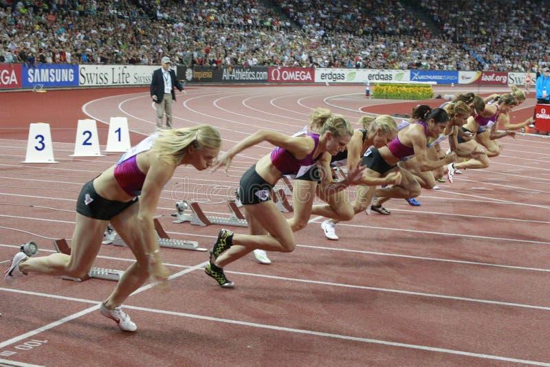 γυναίκες έναρξης 100m στοκ φωτογραφία