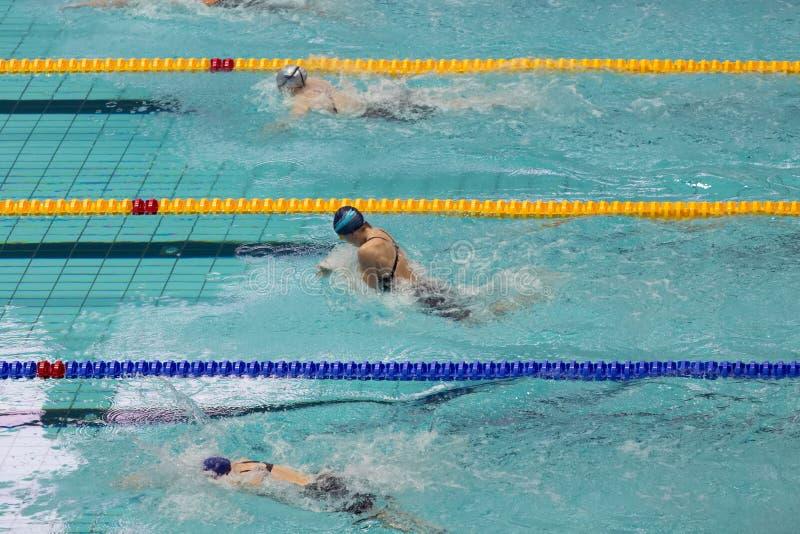 Γυναίκες αθλητών στον ολυμπιακό αθλητισμό σύνθετο στοκ εικόνα