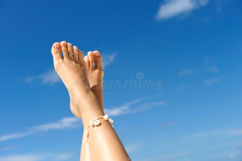 γυναίκες ποδιών s παραλιών στοκ εικόνες