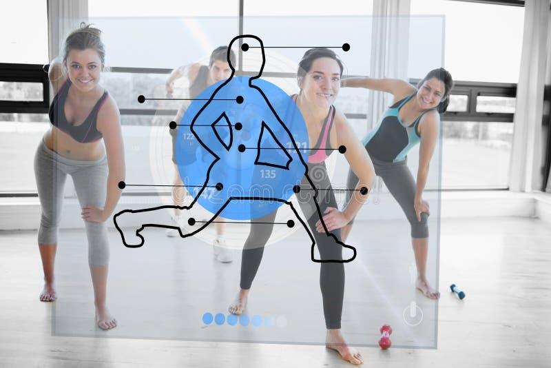 Γυναίκες που κάνουν την άσκηση με τη φουτουριστική μπλε επίδειξη διεπαφών ελεύθερη απεικόνιση δικαιώματος