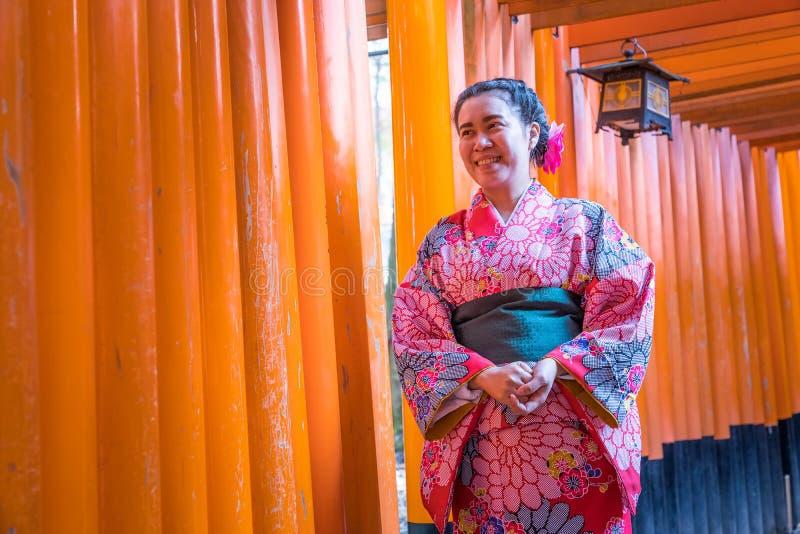 Γυναίκες στα παραδοσιακά ιαπωνικά κιμονό στοκ εικόνα με δικαίωμα ελεύθερης χρήσης