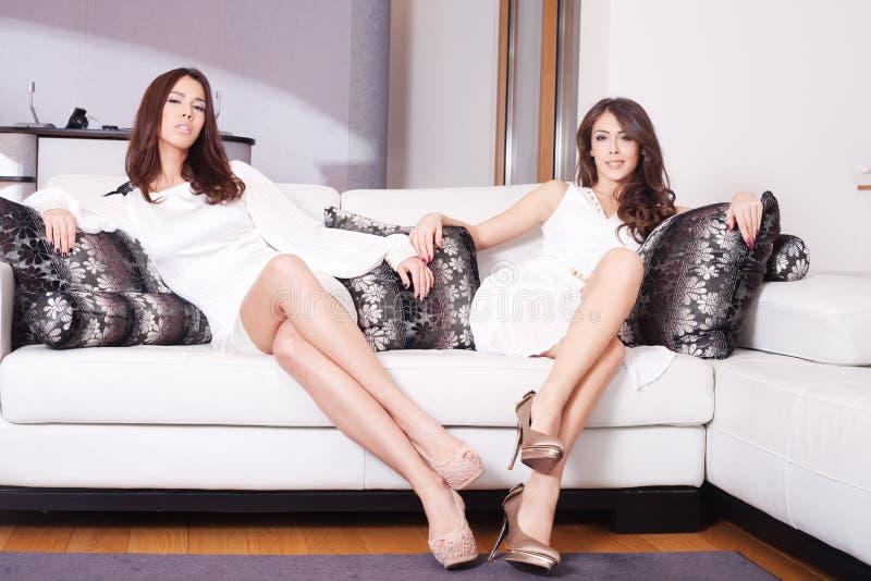 Γυναίκες στο καθιστικό Στοκ Φωτογραφίες
