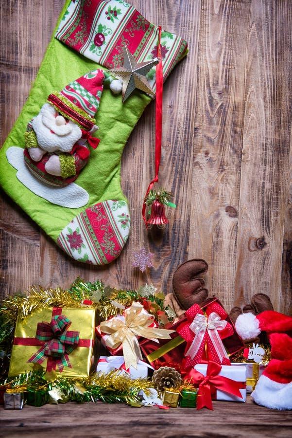 Γυναικεία κάλτσα διακοσμήσεων Χριστουγέννων στοκ φωτογραφία με δικαίωμα ελεύθερης χρήσης