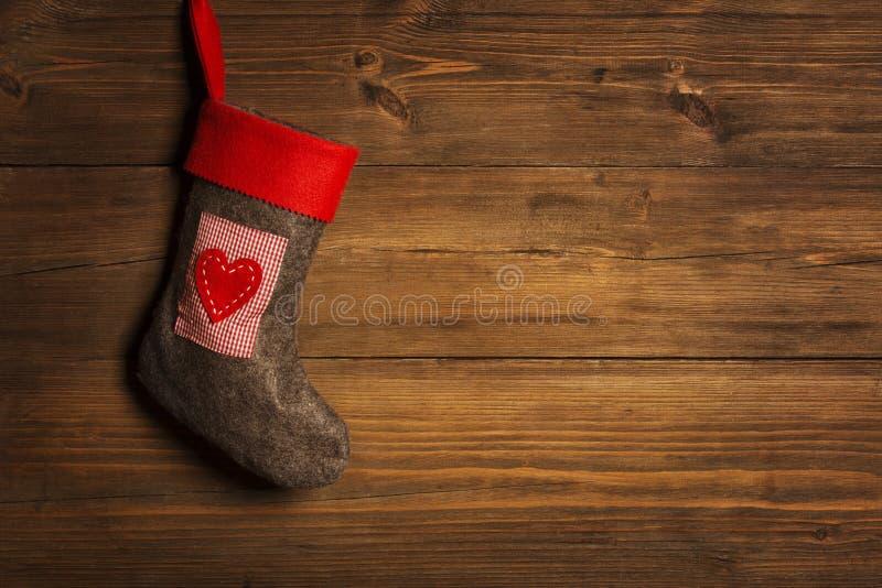 Γυναικεία κάλτσα Χριστουγέννων, ένωση καλτσών πέρα από το ξύλινο υπόβαθρο Grunge, στοκ φωτογραφίες με δικαίωμα ελεύθερης χρήσης