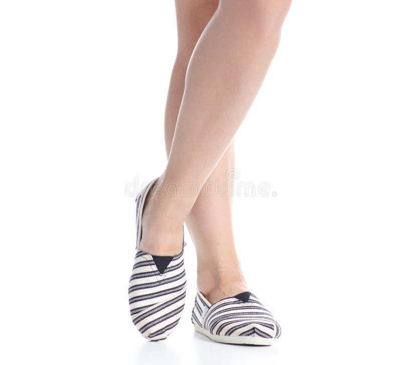 Γυναικεία πόδια στα εσπράιλ στοκ φωτογραφία