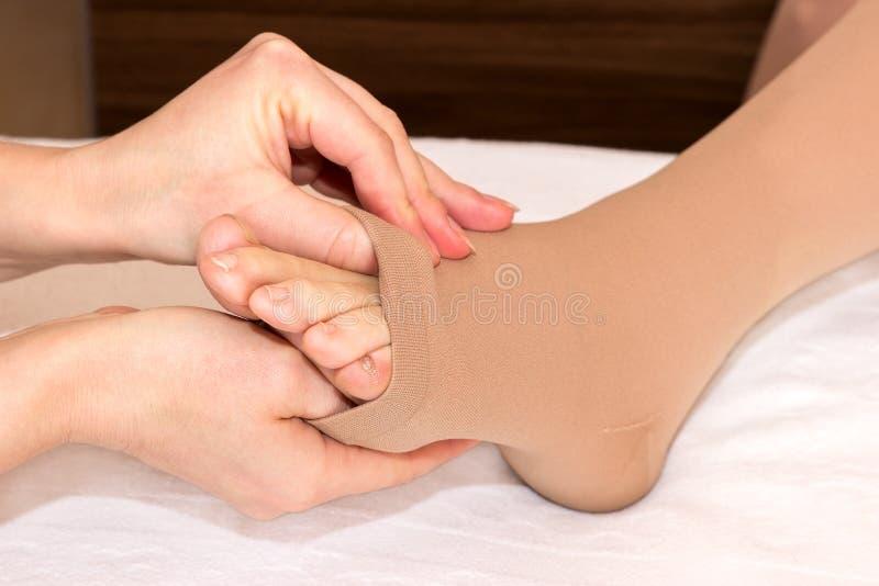 Γυναικείες κάλτσες θρόμβωσης στοκ φωτογραφίες