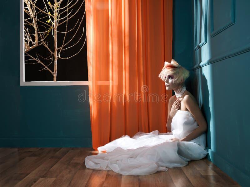 γυναικείο κόκκινο λευκό τριχώματος στοκ φωτογραφία με δικαίωμα ελεύθερης χρήσης