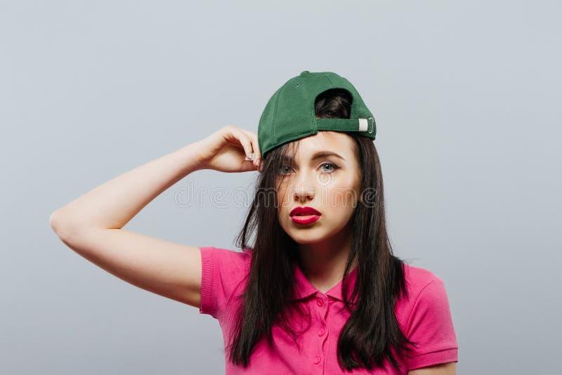 Γυναικών γκρίζο υπόβαθρο έννοιας πορτρέτου εκτίμησης εμπιστοσύνης μόνο στοκ φωτογραφία με δικαίωμα ελεύθερης χρήσης