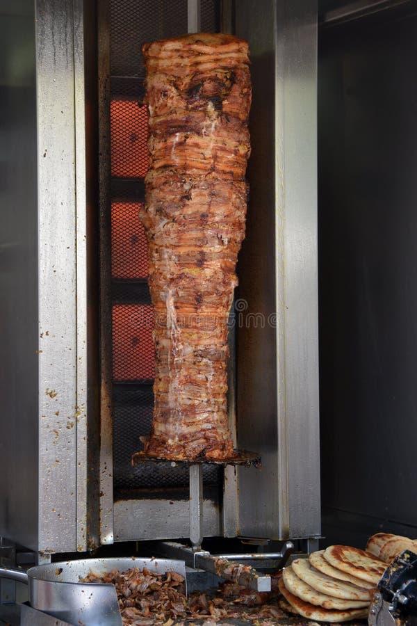 Γυροσκόπια χοιρινού κρέατος και ψωμί pita στοκ φωτογραφία