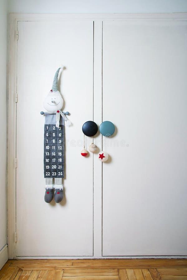Γωνία παιδιών με το ημερολόγιο εμφάνισης και τη διακόσμηση Χριστουγέννων στοκ φωτογραφία με δικαίωμα ελεύθερης χρήσης