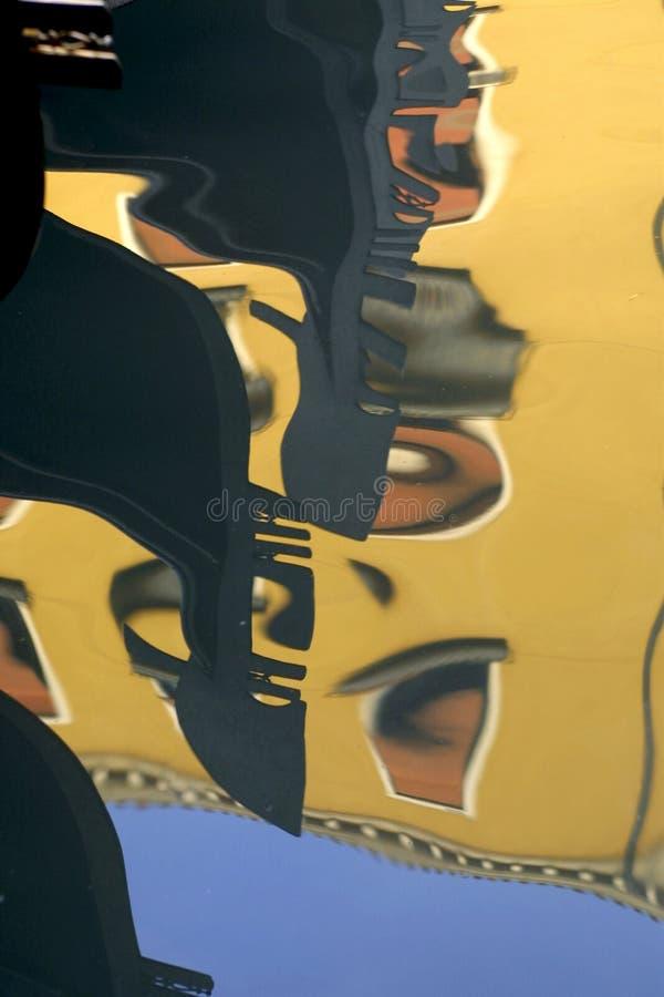 γόνδολες Ιταλία που απεικονίζουν το ύδωρ της Βενετίας στοκ φωτογραφία με δικαίωμα ελεύθερης χρήσης