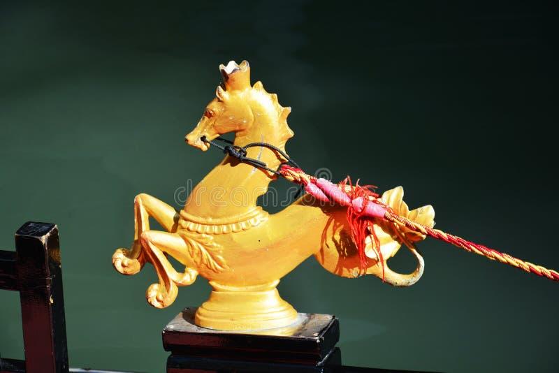Γόνδολα και χρυσό άλογο, Βενετία, Ιταλία στοκ φωτογραφίες