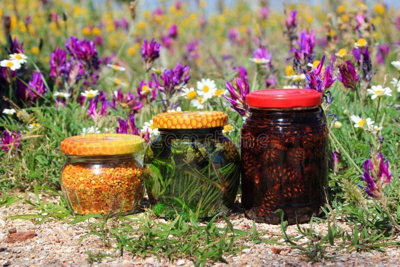 Γύρη μαρμελάδας και λουλουδιών στοκ φωτογραφίες