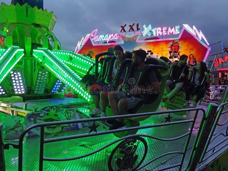 Γύροι λούνα παρκ διασκέδασης στη Βαρκελώνη Ισπανία στοκ εικόνες με δικαίωμα ελεύθερης χρήσης