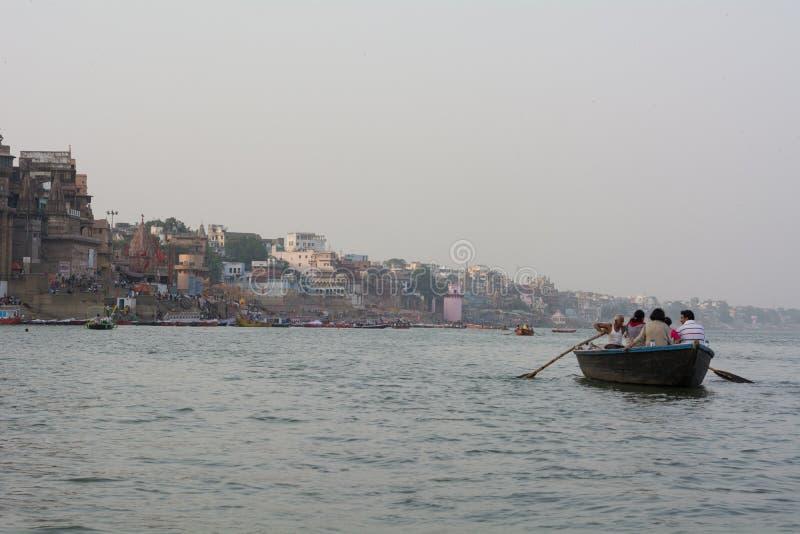Γύρος βαρκών βραδιού στον ποταμό του Γάγκη - Varanasi στοκ φωτογραφία με δικαίωμα ελεύθερης χρήσης