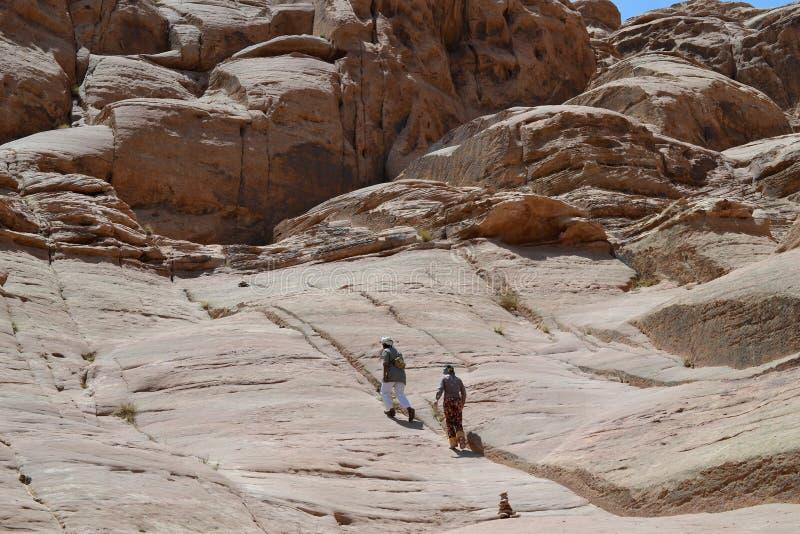Γύρος ερήμων μέσω των αμμόλοφων άμμου της αγριότητας ρουμιού Wadi, Ιορδανία, Μέση Ανατολή, πεζοπορία, αναρρίχηση, οδήγηση στοκ φωτογραφία με δικαίωμα ελεύθερης χρήσης