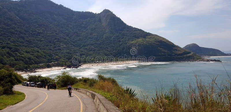 Γύρος ποδηλάτων σε μια τροπική παραλία στο Ρίο ντε Τζανέιρο στοκ εικόνες