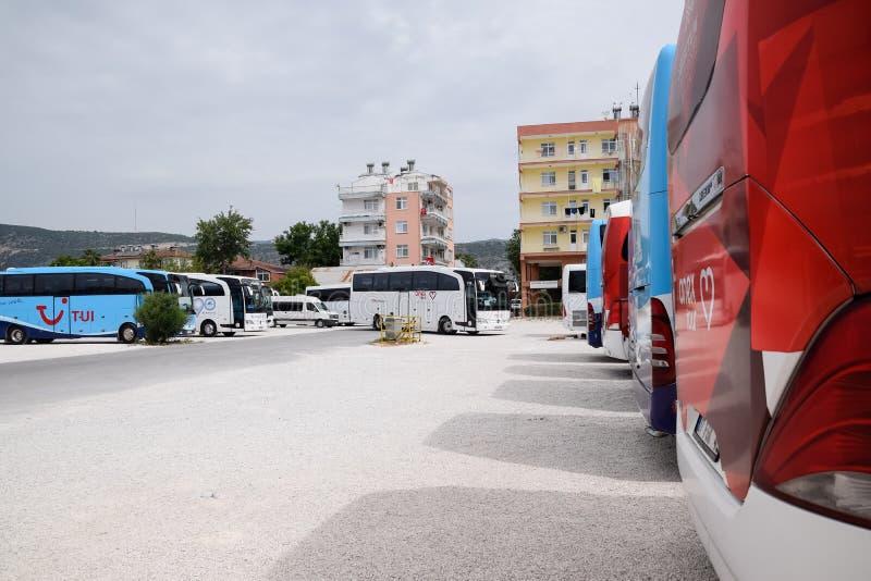 Γύρος Aneks λεωφορείων τουριστών στο χώρο στάθμευσης στοκ εικόνες