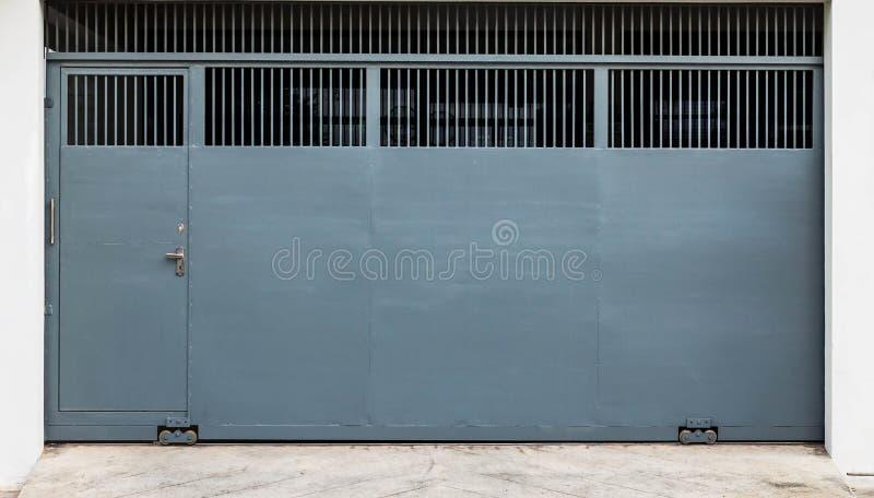 Γλιστρώντας πύλη χάλυβα στοκ φωτογραφία με δικαίωμα ελεύθερης χρήσης