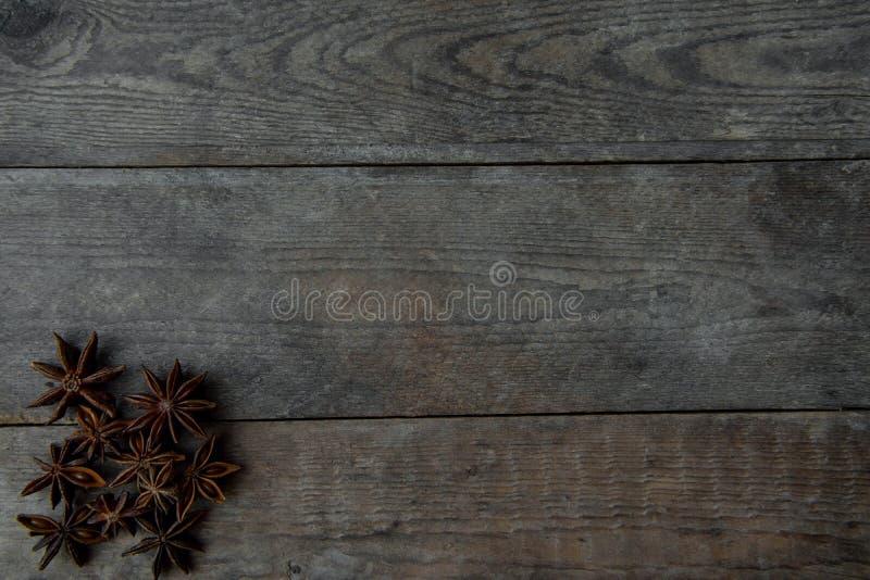 γλυκάνισο στο ξύλινο υπόβαθρο στοκ εικόνα