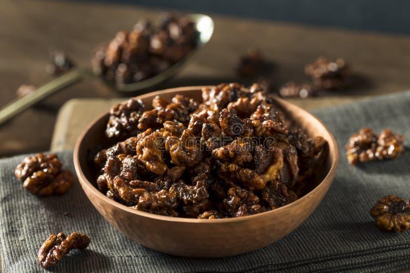 Γλυκά σπιτικά γλασαρισμένα ξύλα καρυδιάς στοκ εικόνα με δικαίωμα ελεύθερης χρήσης