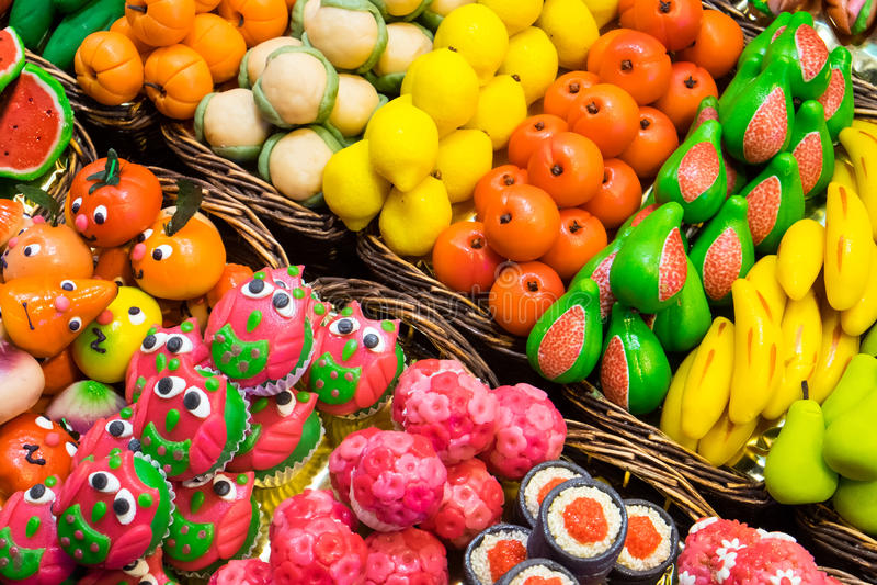 Γλυκά στο Boqueria στη Βαρκελώνη στοκ φωτογραφίες με δικαίωμα ελεύθερης χρήσης