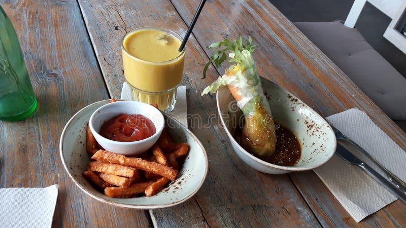 Γλυκά τηγανητά potatoe Royals και ρυζιού στοκ εικόνες