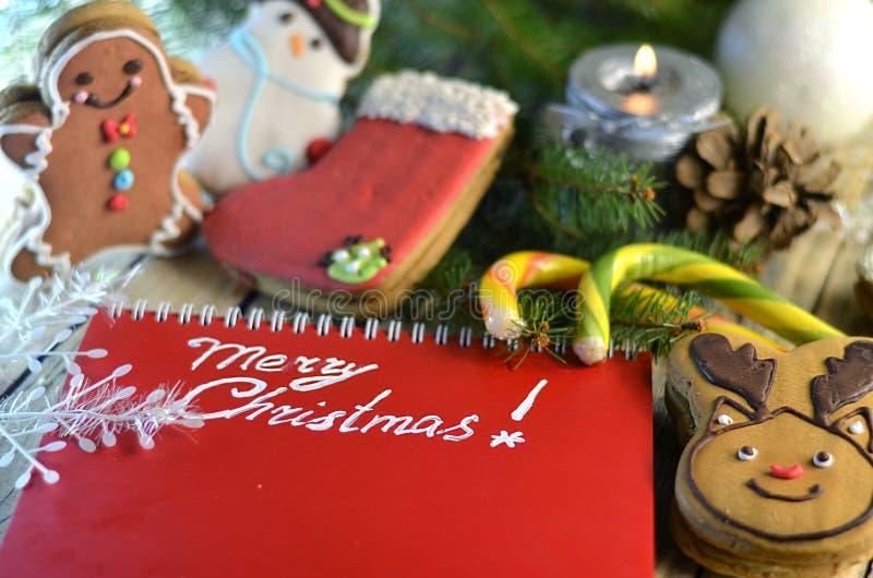 Γλυκά Χριστουγέννων και χαιρετισμοί Χριστουγέννων στοκ φωτογραφία