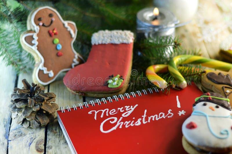 Γλυκά Χριστουγέννων και χαιρετισμοί Χριστουγέννων στοκ εικόνα με δικαίωμα ελεύθερης χρήσης