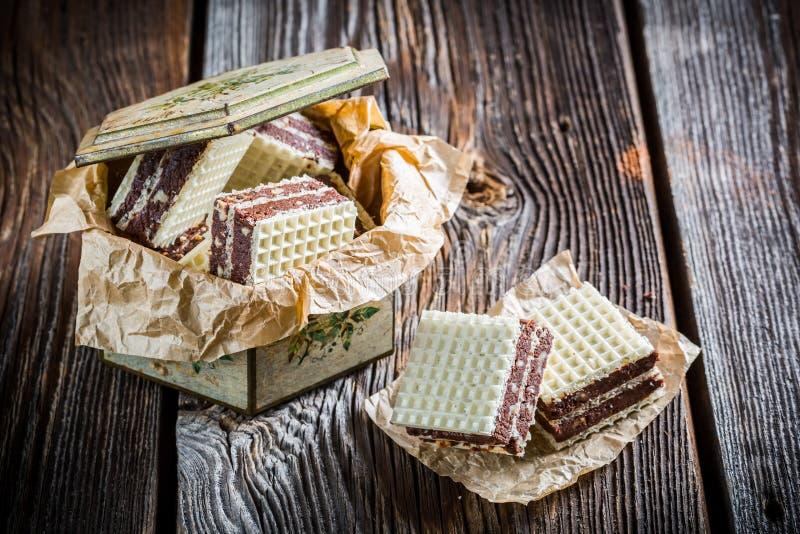 Γλυκές γκοφρέτες με τη σοκολάτα και το φουντούκι στοκ φωτογραφίες