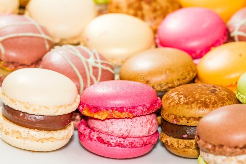 Γλυκές πραλίνες Macarons στοκ εικόνα με δικαίωμα ελεύθερης χρήσης