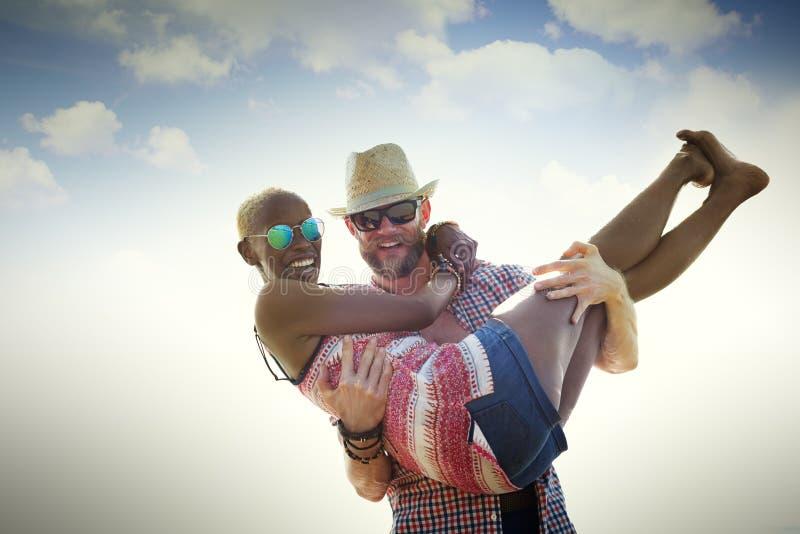 Γλυκιά έννοια αγάπης ζεύγους καλοκαιρινών διακοπών παραλιών στοκ εικόνα