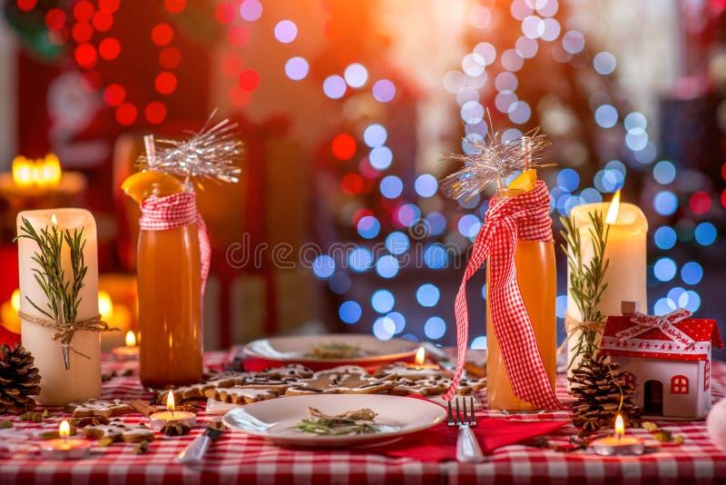 Γλυκός διακοσμημένος Χριστούγεννα πίνακας στοκ φωτογραφία