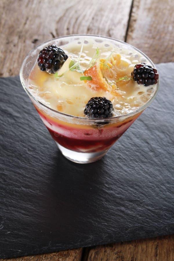 Γλυκό επιδόρπιο φρούτων triffle στοκ φωτογραφία