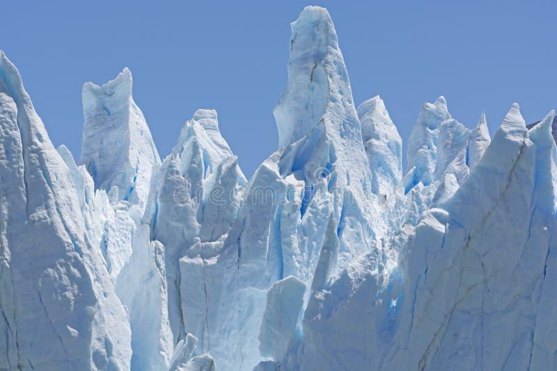 Γλυπτά πάγου σε έναν τοίχο παγετώνων στοκ εικόνες