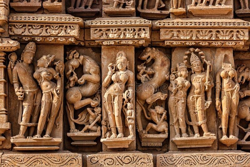 Γλυπτά στο ναό Adinath Jain, Khajuraho στοκ εικόνα