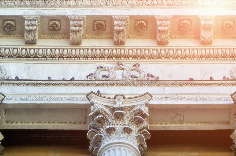 Γλυπτικές λεπτομέρειες της Kazan κιονοστοιχίας καθεδρικών ναών στην Άγιος-Πετρούπολη, Ρωσία στοκ φωτογραφία με δικαίωμα ελεύθερης χρήσης