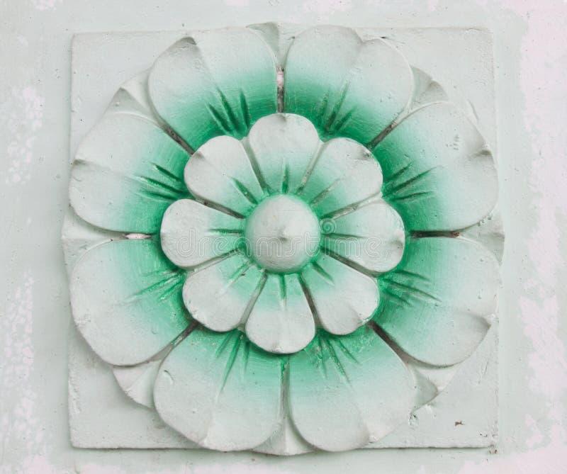 Γλυπτική πετρών λουλουδιών στοκ φωτογραφία