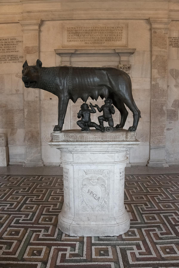 Γλυπτό ενός μητέρα-λύκου που ταΐζει Romulus και Remus, Ρώμη, Ital στοκ εικόνα με δικαίωμα ελεύθερης χρήσης