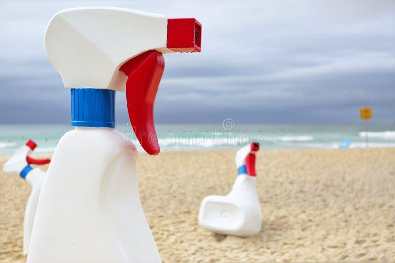 Γλυπτό θαλασσίως - τα μπουκάλια στοκ φωτογραφίες με δικαίωμα ελεύθερης χρήσης