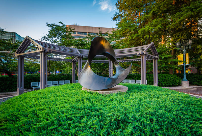 Γλυπτό και πάρκο στην πόλη κρυστάλλου, Άρλινγκτον, Βιρτζίνια στοκ φωτογραφίες με δικαίωμα ελεύθερης χρήσης
