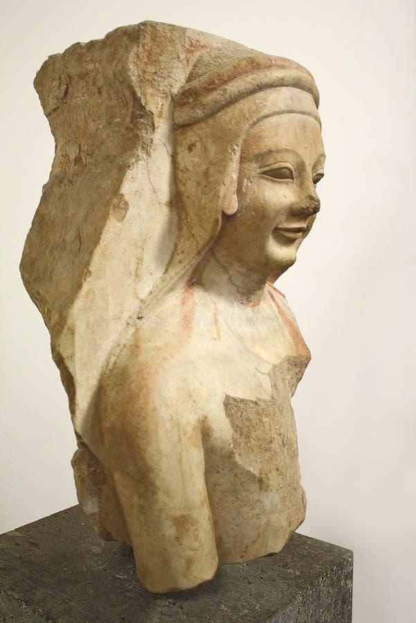 Γλυπτό με το αρχαΐζον χαμόγελο στοκ φωτογραφία με δικαίωμα ελεύθερης χρήσης