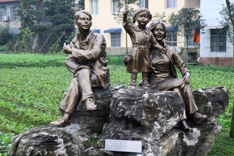 Γλυπτό μιας ευτυχούς οικογένειας στοκ φωτογραφία με δικαίωμα ελεύθερης χρήσης