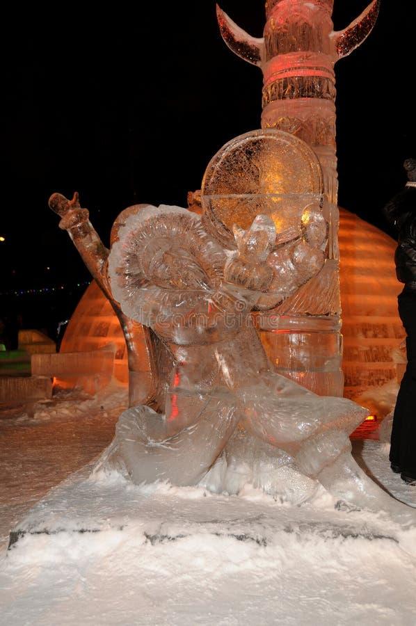 Γλυπτό πάγου ενός δράκου στοκ φωτογραφία