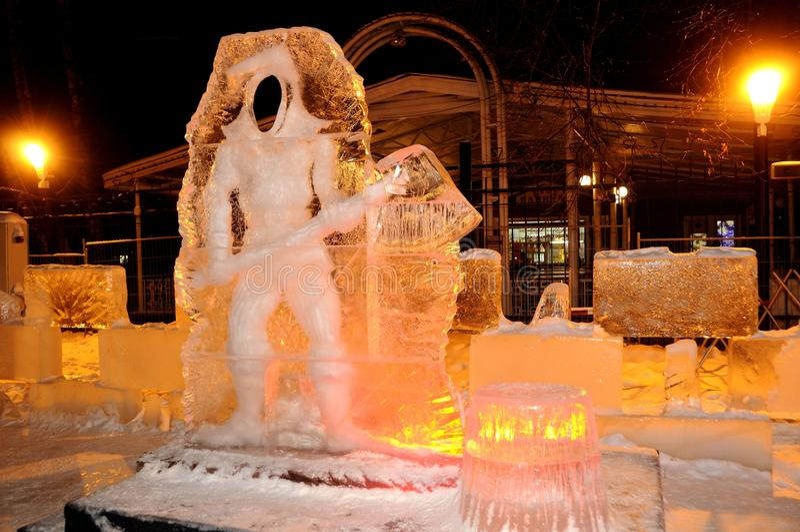 Γλυπτό πάγου ενός δράκου στοκ φωτογραφία με δικαίωμα ελεύθερης χρήσης