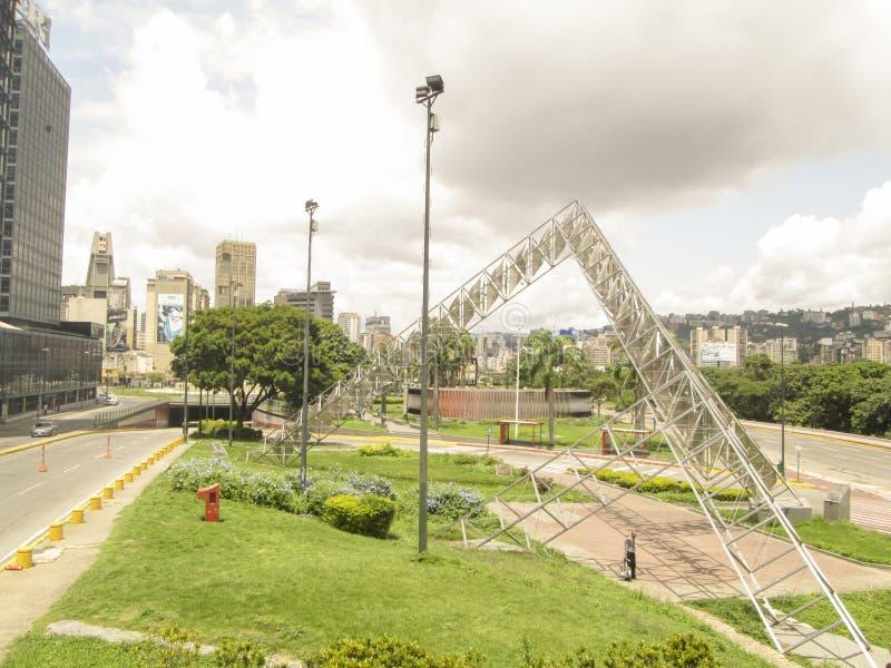 Γλυπτό Abra ο ηλιακός Alejandro Otero Plaza Βενεζουέλα της Βενεζουέλας Καράκας στοκ εικόνες