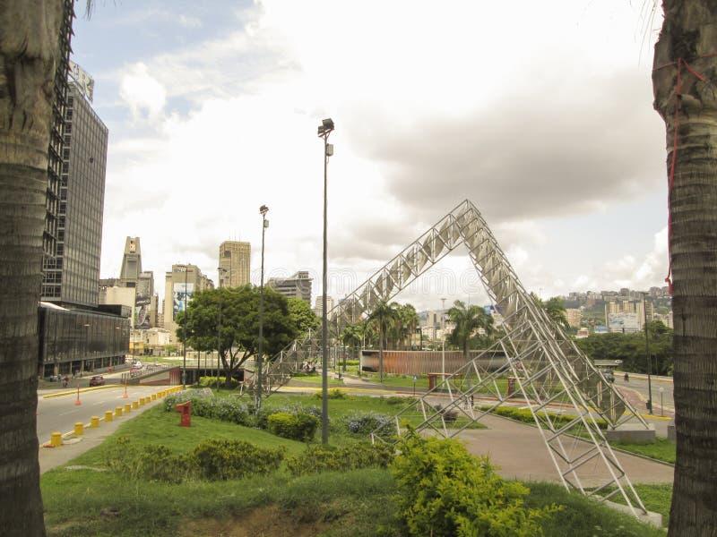 Γλυπτό Abra ο ηλιακός Alejandro Otero Plaza Βενεζουέλα της Βενεζουέλας Καράκας στοκ φωτογραφία με δικαίωμα ελεύθερης χρήσης