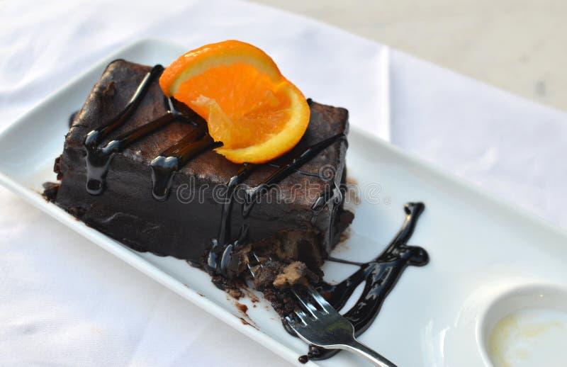 Δάγκωμα κέικ σοκολάτας στοκ φωτογραφία με δικαίωμα ελεύθερης χρήσης